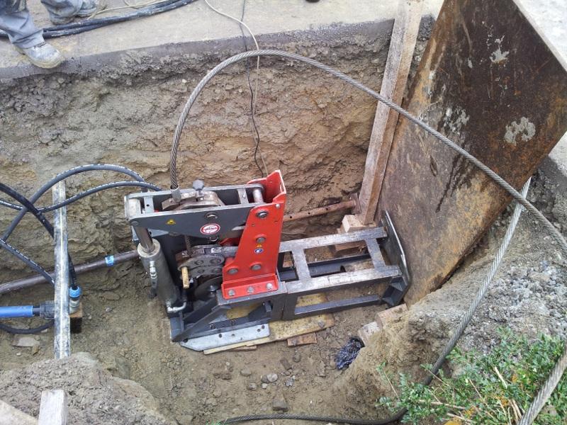 Seilberster, cable burster 40 to bohrt Frischwasserleitung Grauguss,fresh water line cast iron © TERRA AG, Reiden, Switzerland