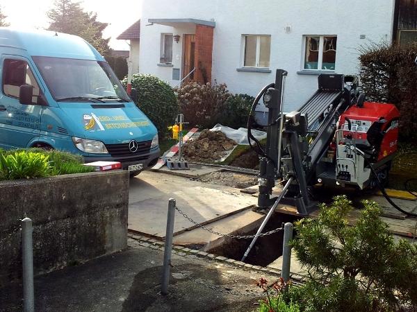 Spülbohranlage TERRA-JET Gasleitung, HDD machine directly on the road, © TERRA AG, Reiden, Switzerland