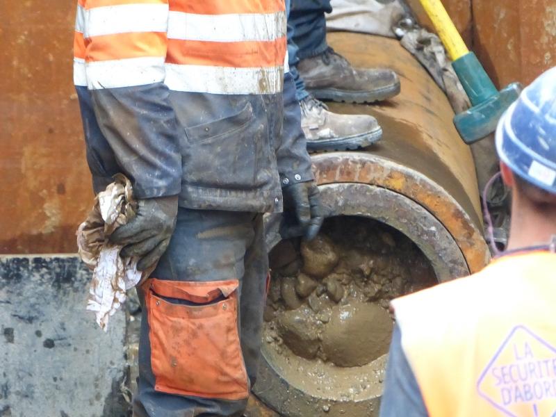 Erdreich im Innern des Stahlrohrs, ground inside the steel pipe © TERRA AG, Reiden, Switzerland