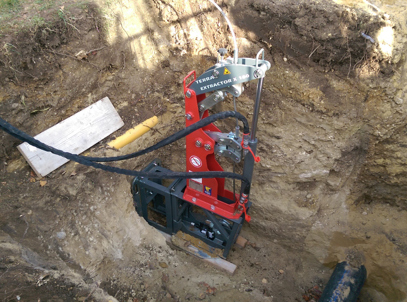 PE pipe renewal for house connections with cable burster TERRA X 100, pic 1